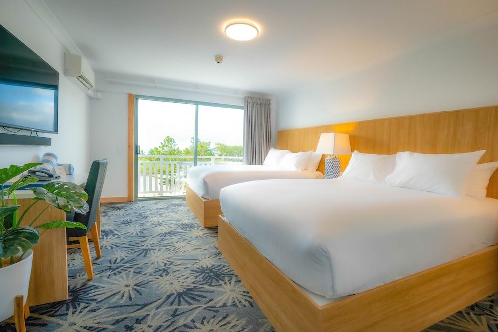 https://i.travelapi.com/hotels/3000000/2660000/2650800/2650713/0819b0df_z.jpg
