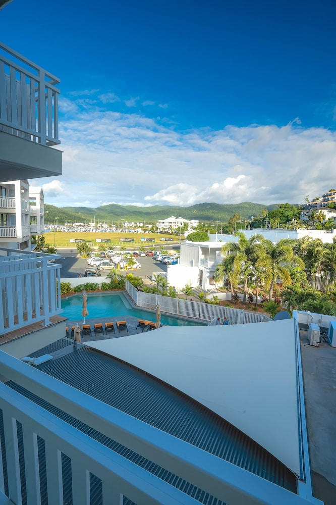 https://i.travelapi.com/hotels/3000000/2660000/2650800/2650713/acf5439b_z.jpg