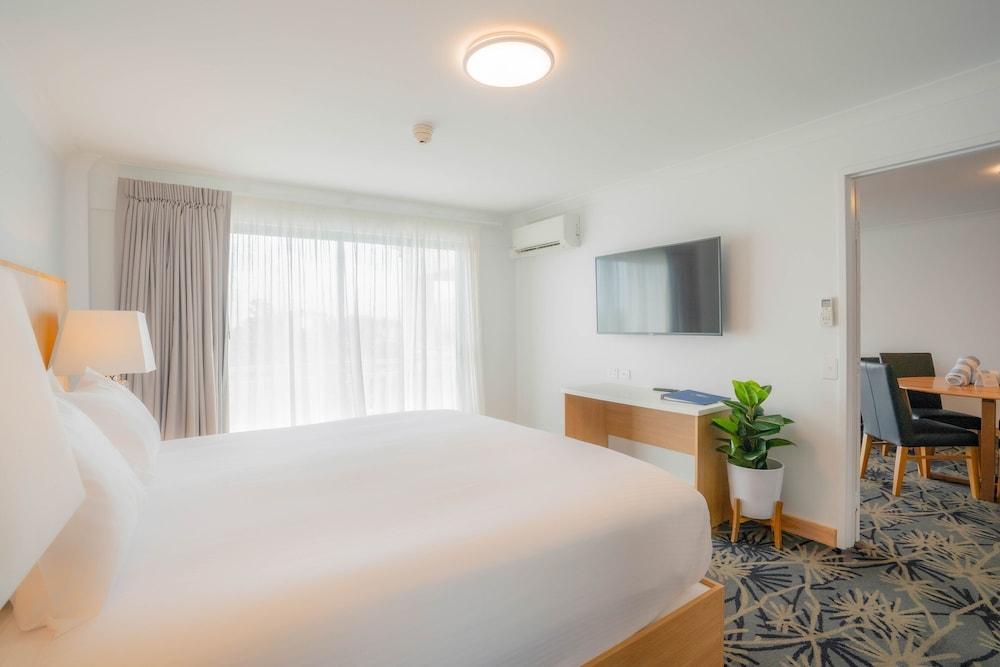 https://i.travelapi.com/hotels/3000000/2660000/2650800/2650713/af8ec6e8_z.jpg