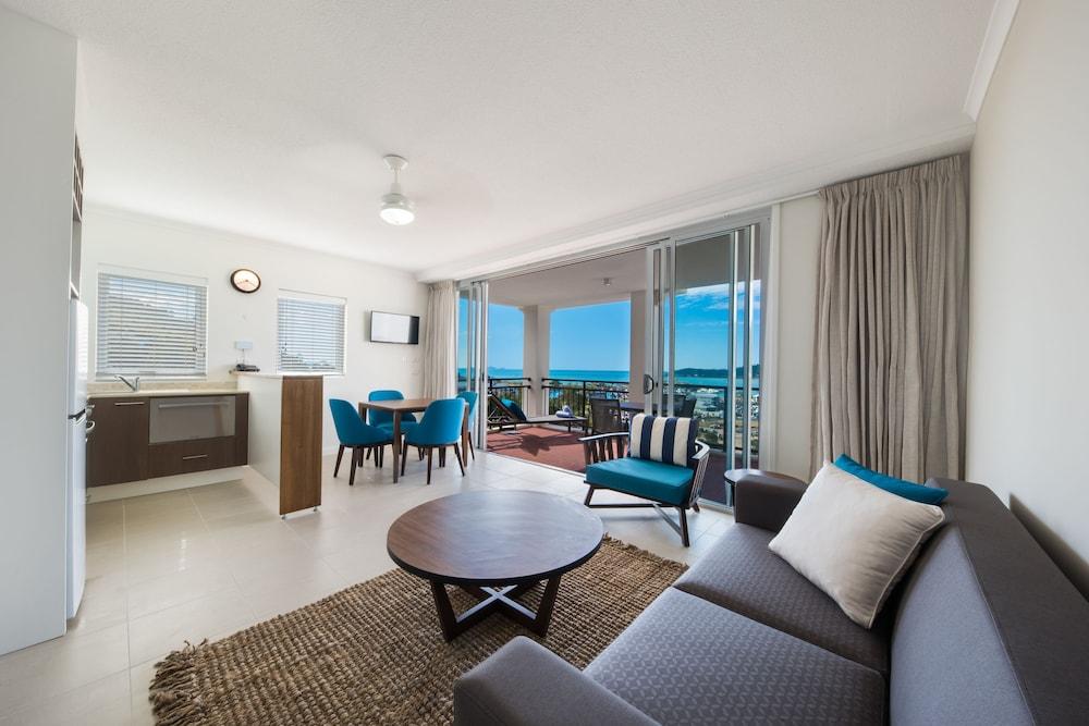 https://i.travelapi.com/hotels/3000000/2660000/2650800/2650727/5f2664c9_z.jpg