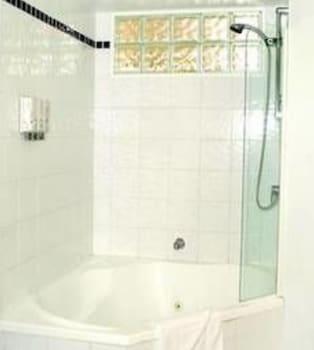 The Landmark Resort Nelson Bay - Bathroom  - #0