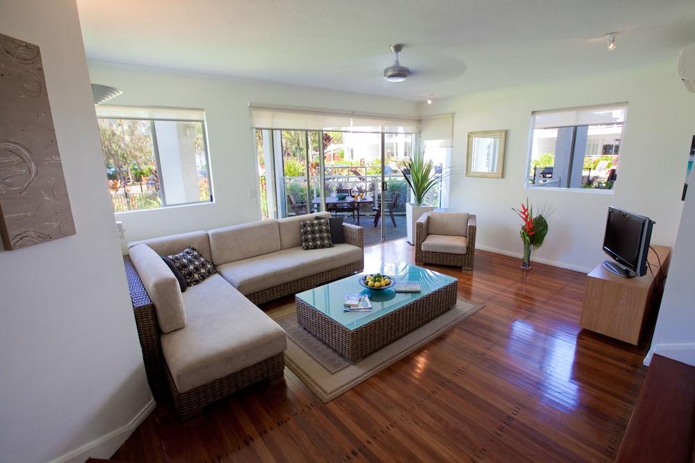 비치스 포트 더글라스(Beaches Port Douglas) Hotel Image 23 - Living Room