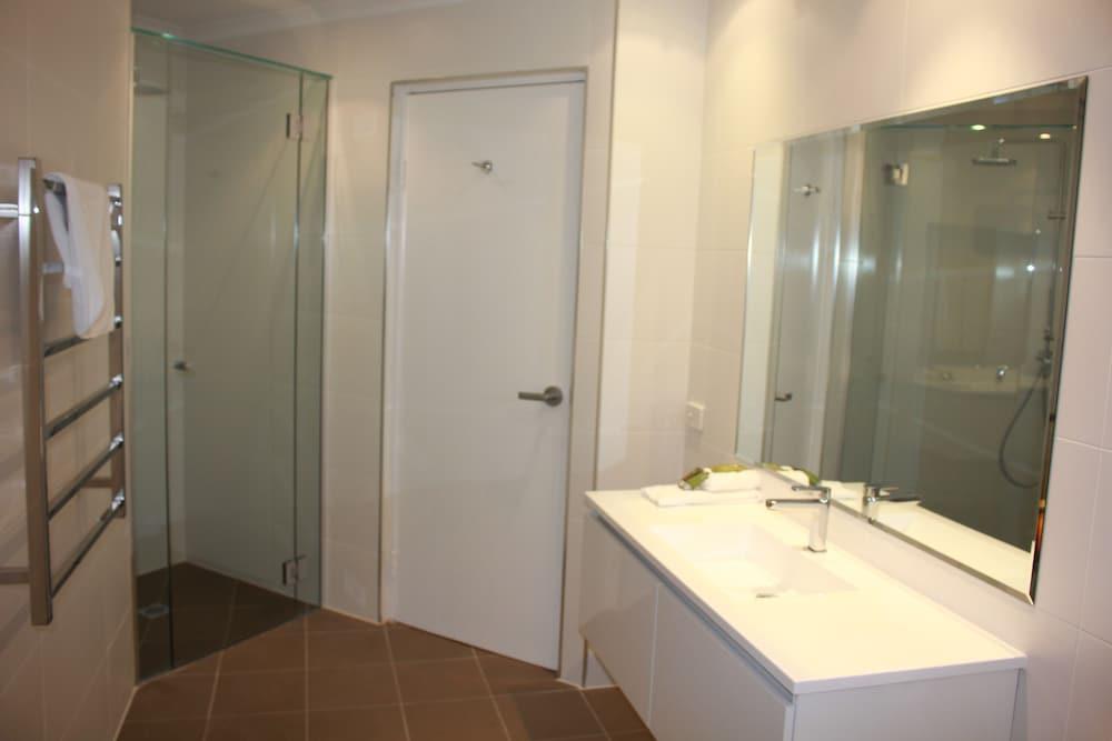 비치스 포트 더글라스(Beaches Port Douglas) Hotel Image 34 - Bathroom