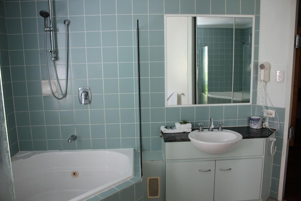 비치스 포트 더글라스(Beaches Port Douglas) Hotel Image 32 - Bathroom