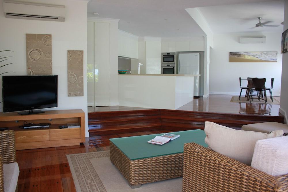 비치스 포트 더글라스(Beaches Port Douglas) Hotel Image 19 - Living Area