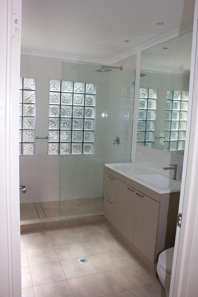 비치스 포트 더글라스(Beaches Port Douglas) Hotel Image 33 - Bathroom