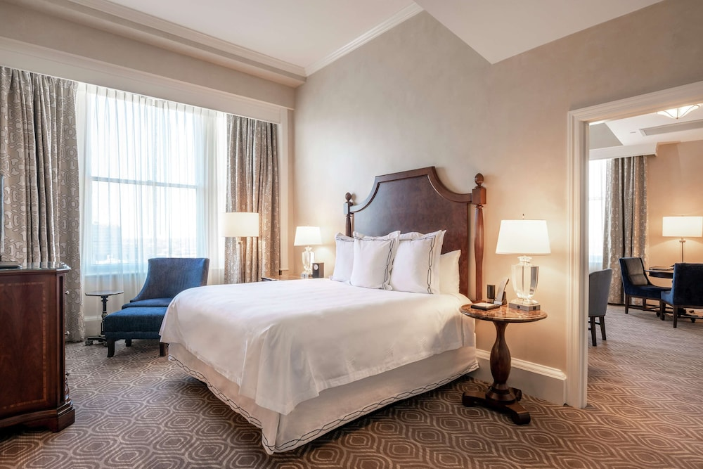 The Roosevelt New Orleans A Waldorf Astoria Hotel New Orleans Louisiana Us Reservations Com