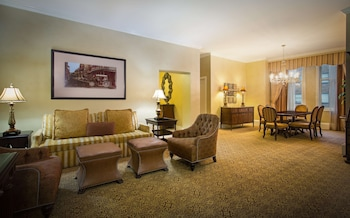 Suite, 1 King Bed (Waldorf)