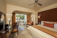 Deluxe Suite, Pool Access (with Jacuzzi, Pool View)