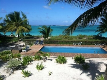 Hotel - Caicos Beach Condominiums