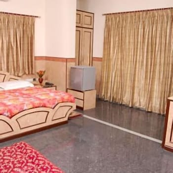 Deluxe Single Room, 1 King Bed (AC)