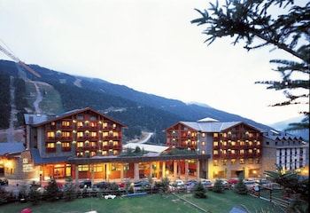 https://i.travelapi.com/hotels/3000000/2670000/2667800/2667730/442326db_b.jpg