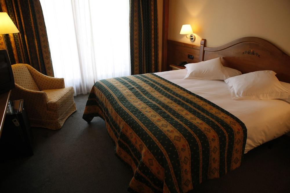 https://i.travelapi.com/hotels/3000000/2670000/2667800/2667730/5019641c_z.jpg