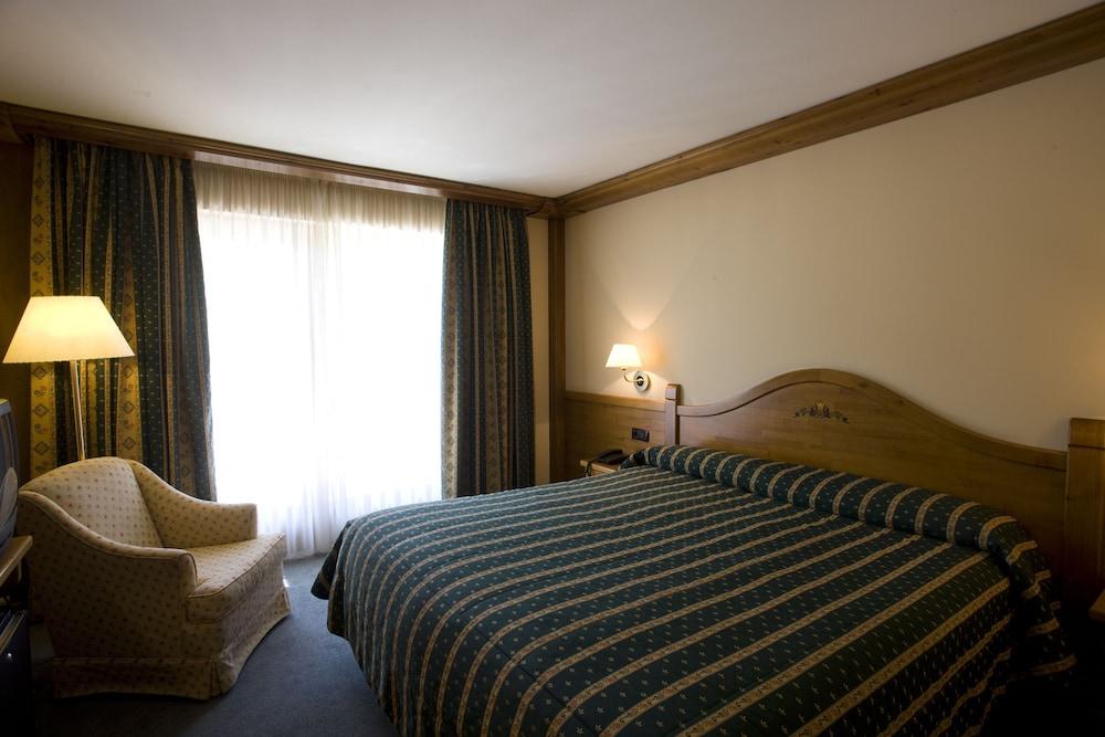 https://i.travelapi.com/hotels/3000000/2670000/2667800/2667730/5f488ba0_z.jpg
