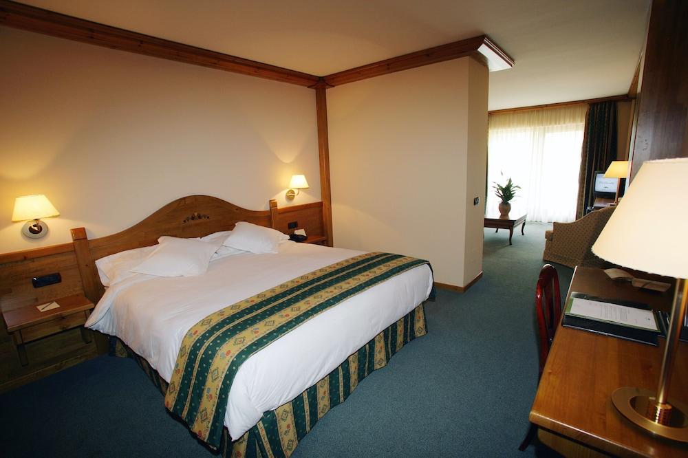 https://i.travelapi.com/hotels/3000000/2670000/2667800/2667730/70ebfbeb_z.jpg