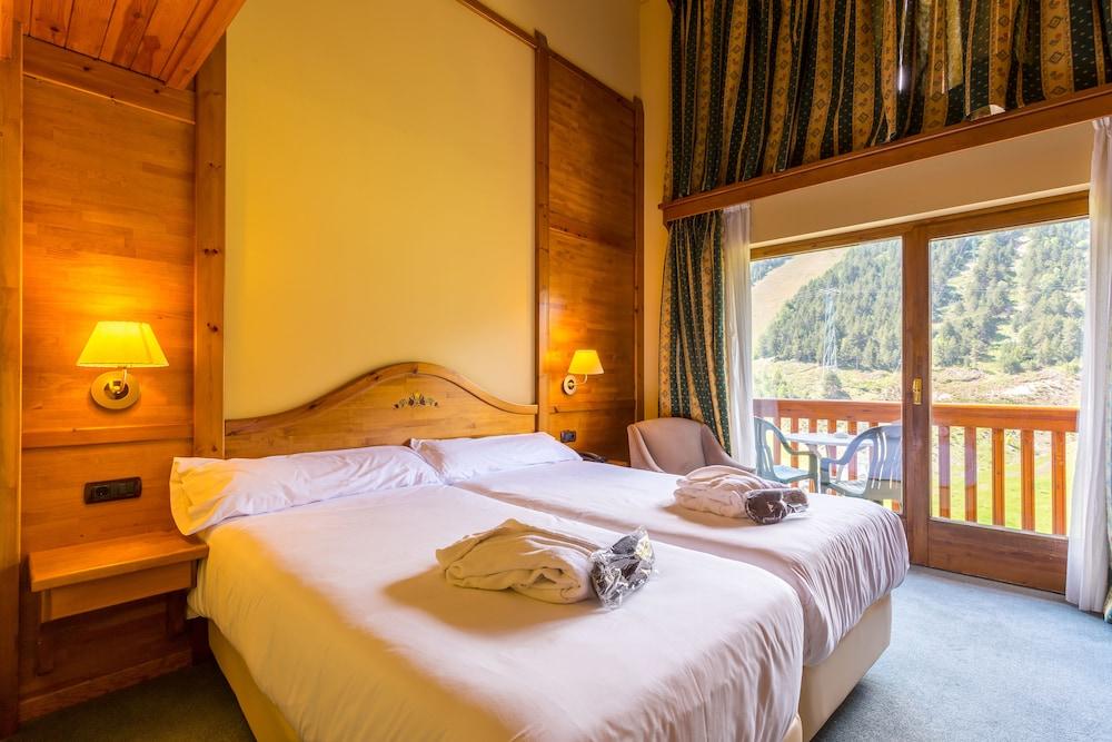 https://i.travelapi.com/hotels/3000000/2670000/2667800/2667730/77314bfd_z.jpg