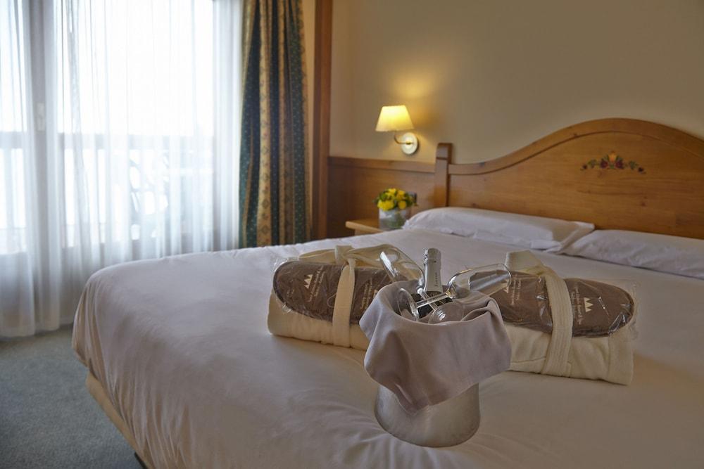 https://i.travelapi.com/hotels/3000000/2670000/2667800/2667730/8d2427b4_z.jpg
