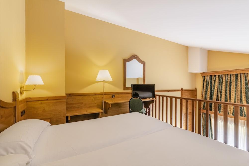 https://i.travelapi.com/hotels/3000000/2670000/2667800/2667730/a8625696_z.jpg