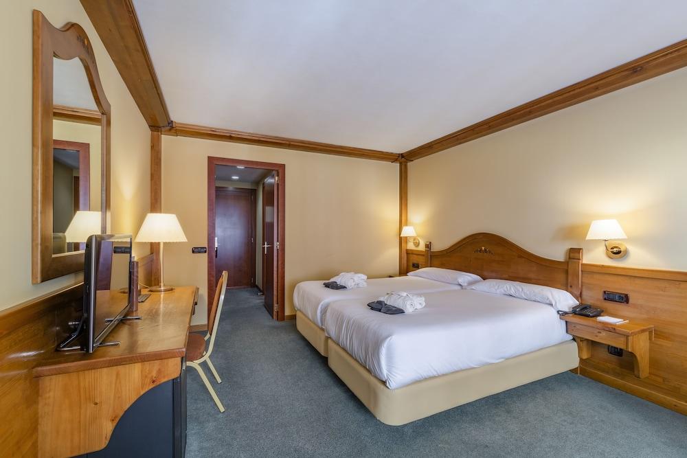 https://i.travelapi.com/hotels/3000000/2670000/2667800/2667730/e64061d8_z.jpg