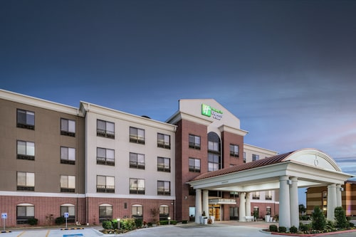 . Holiday Inn Express Hotel and Suites Pryor