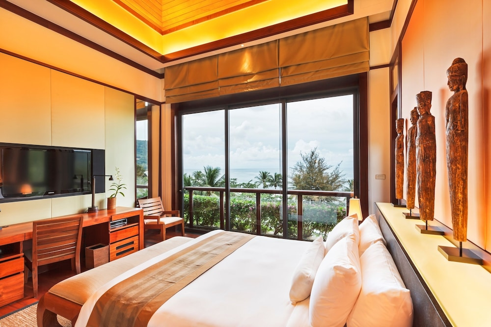 https://i.travelapi.com/hotels/3000000/2680000/2674300/2674261/6dee2a4a_z.jpg