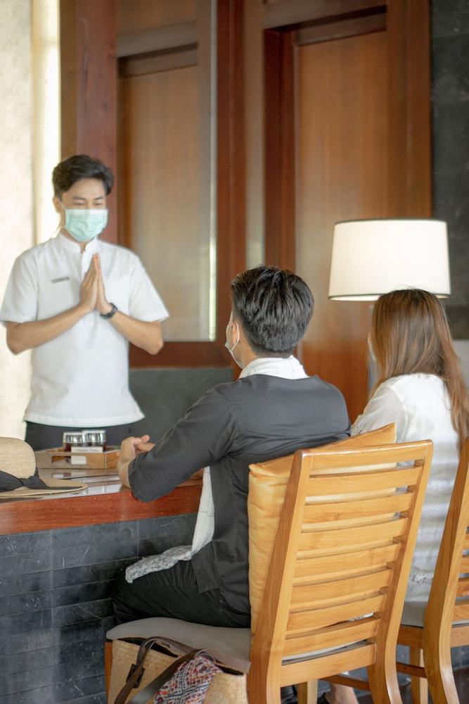 https://i.travelapi.com/hotels/3000000/2680000/2674300/2674261/7b1bc25a_z.jpg