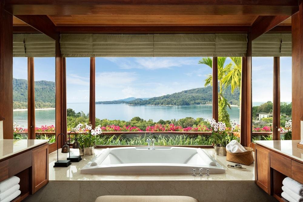 https://i.travelapi.com/hotels/3000000/2680000/2674300/2674261/a4a3a6cc_z.jpg