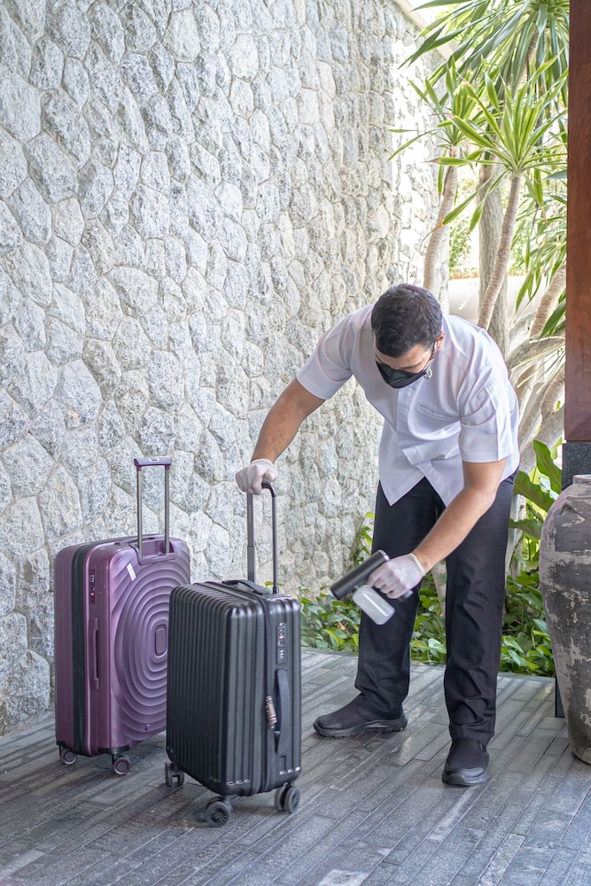 https://i.travelapi.com/hotels/3000000/2680000/2674300/2674261/a696deab_z.jpg