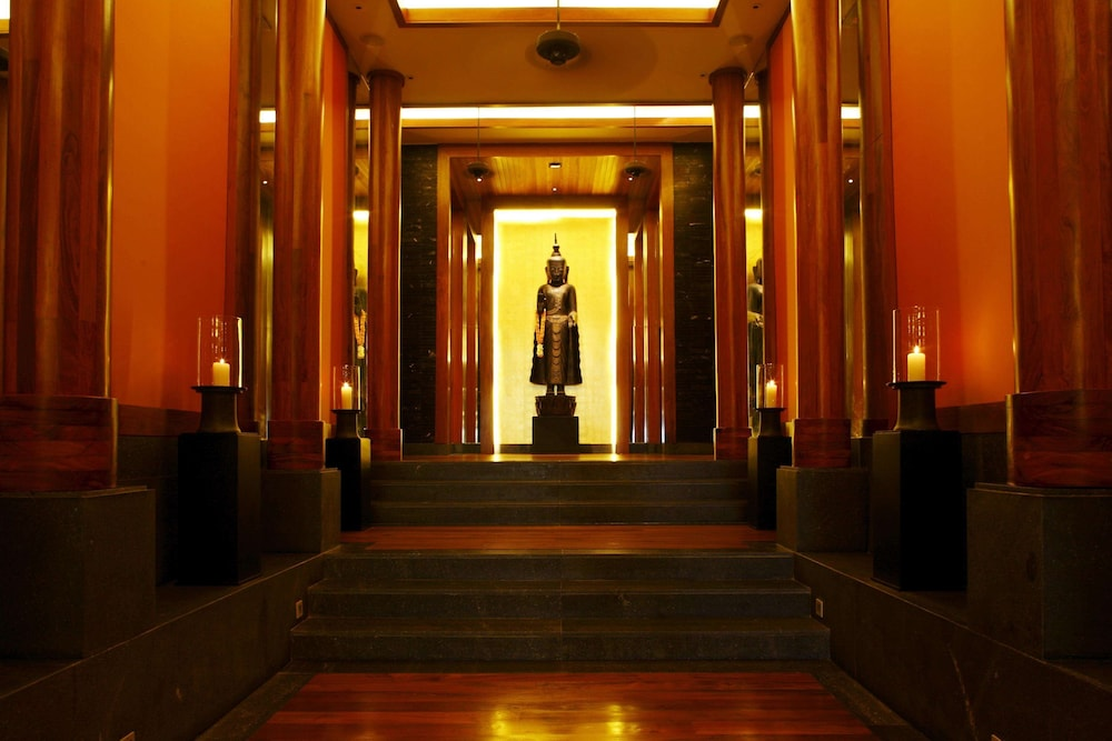 https://i.travelapi.com/hotels/3000000/2680000/2674300/2674261/b4e777cb_z.jpg