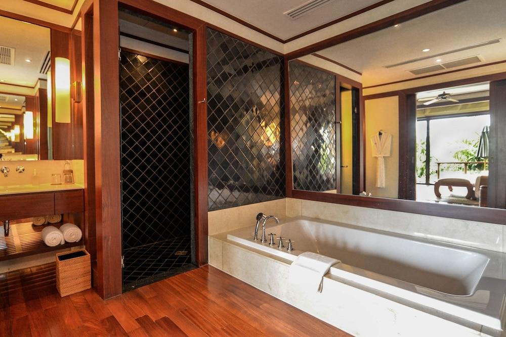 https://i.travelapi.com/hotels/3000000/2680000/2674300/2674261/cbb58a56_z.jpg