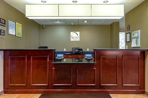 . Sleep Inn & Suites Dyersburg I-155