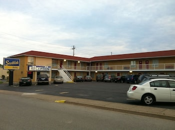 Hotel - Scottish Inn & Suites Falls Way