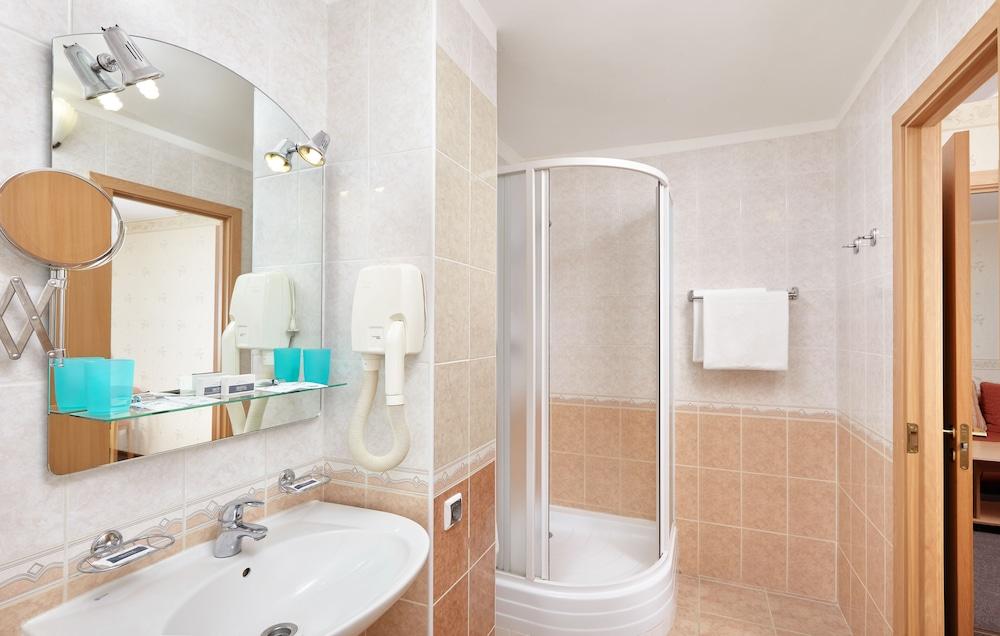 그랜드 호텔 오카 비지니스(Grand Hotel OKA BUSINESS) Hotel Image 43 - Bathroom