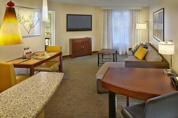 Guestroom at Residence Inn by Marriott Waldorf in Waldorf