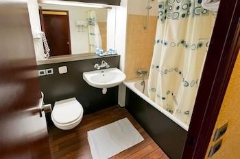 Hipotel Paris Hippodrome - Bathroom  - #0