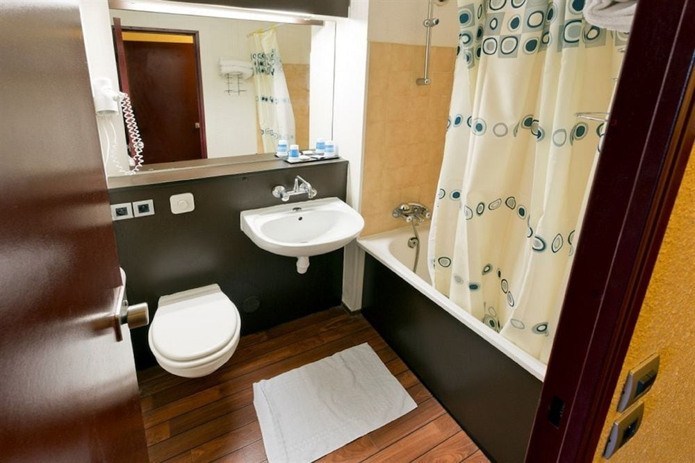히포텔 파리 이포드롬(Hipotel Paris Hippodrome) Hotel Image 13 - Bathroom