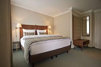 Deluxe Tek Büyük Yataklı Oda, Avlu Manzaralı