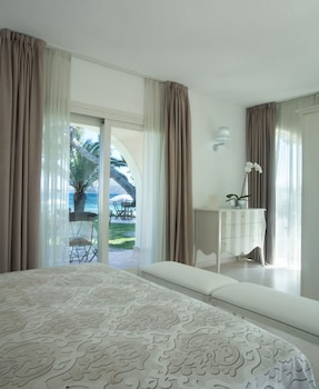 Superior Double Room, Sea View, Beachfront (The Pelican Villa)