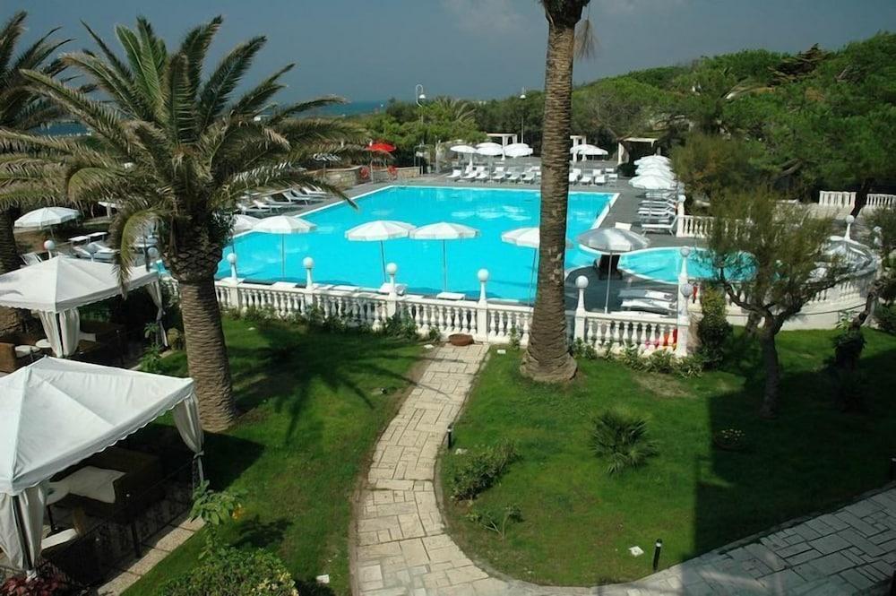 Domizia Palace Hotel, Featured Image