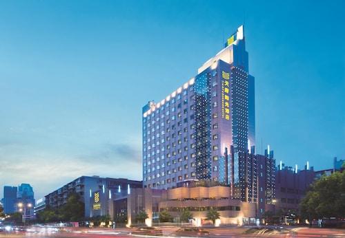. Chengdu Tianfu Sunshine Hotel