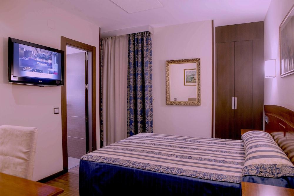 https://i.travelapi.com/hotels/3000000/2700000/2690300/2690203/908058d4_z.jpg