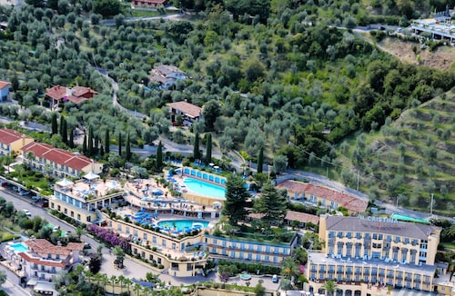 __{offers.Best_flights}__ Hotel Cristina