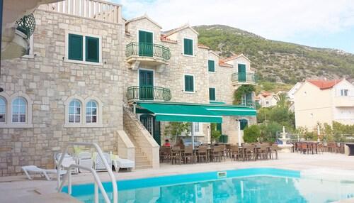 __{offers.Best_flights}__ Hotel Ivan