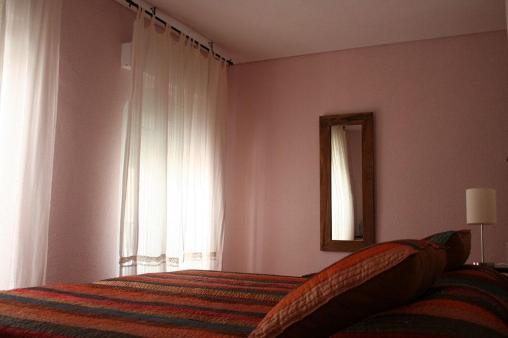 https://i.travelapi.com/hotels/3000000/2700000/2691100/2691086/0ab0a90c_z.jpg