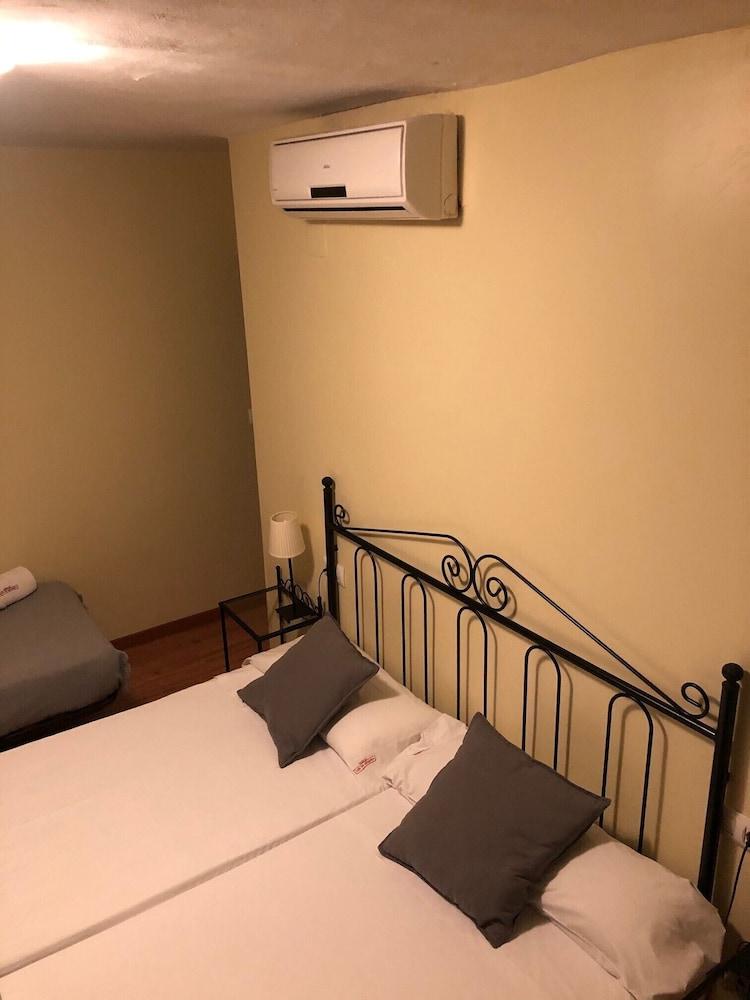 https://i.travelapi.com/hotels/3000000/2700000/2691100/2691086/498c9e57_z.jpg