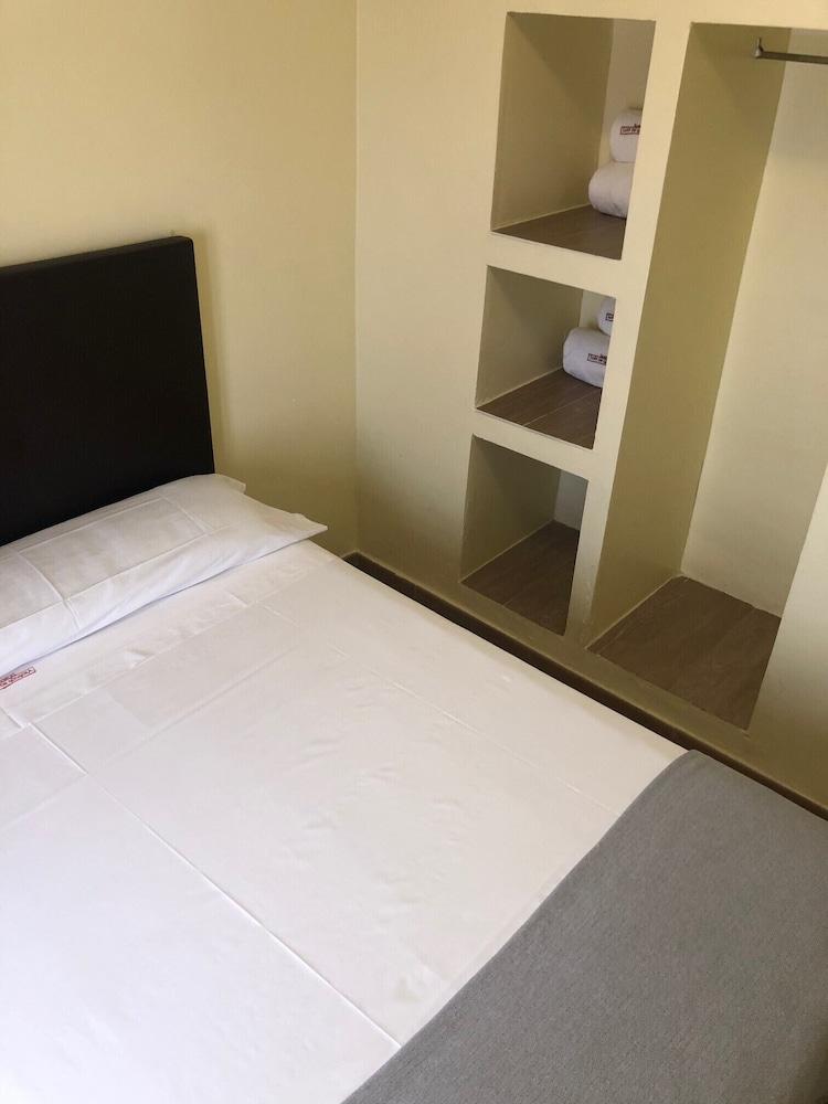 https://i.travelapi.com/hotels/3000000/2700000/2691100/2691086/6df08f31_z.jpg