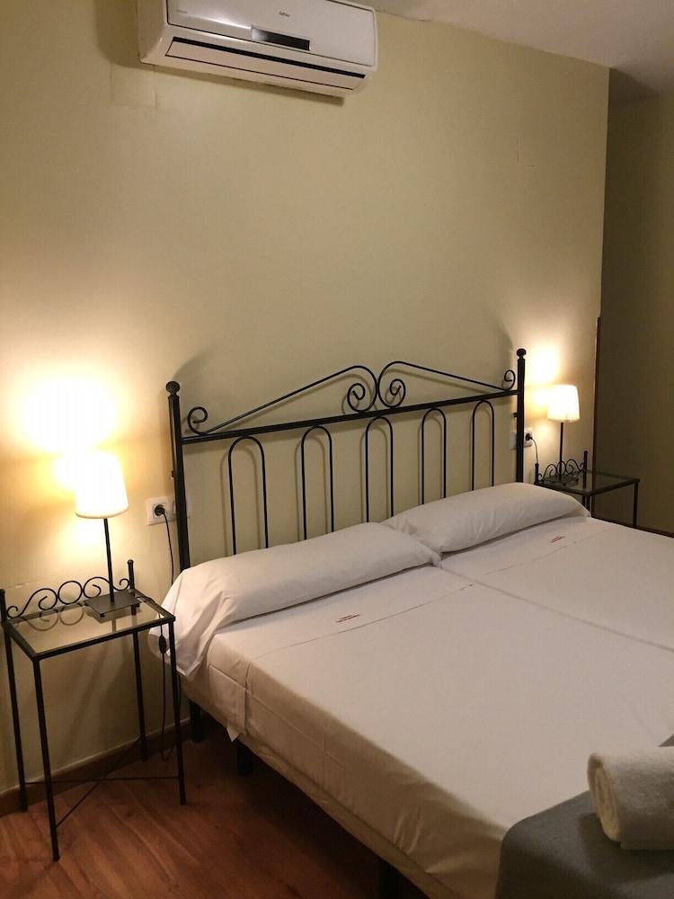 https://i.travelapi.com/hotels/3000000/2700000/2691100/2691086/8af43fc0_z.jpg
