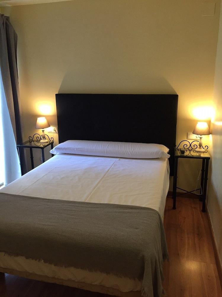 https://i.travelapi.com/hotels/3000000/2700000/2691100/2691086/c2fe338e_z.jpg