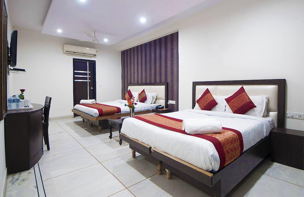 호텔 아프라 인터내셔널(Hotel Apra International) Hotel Image 27 - Guestroom View