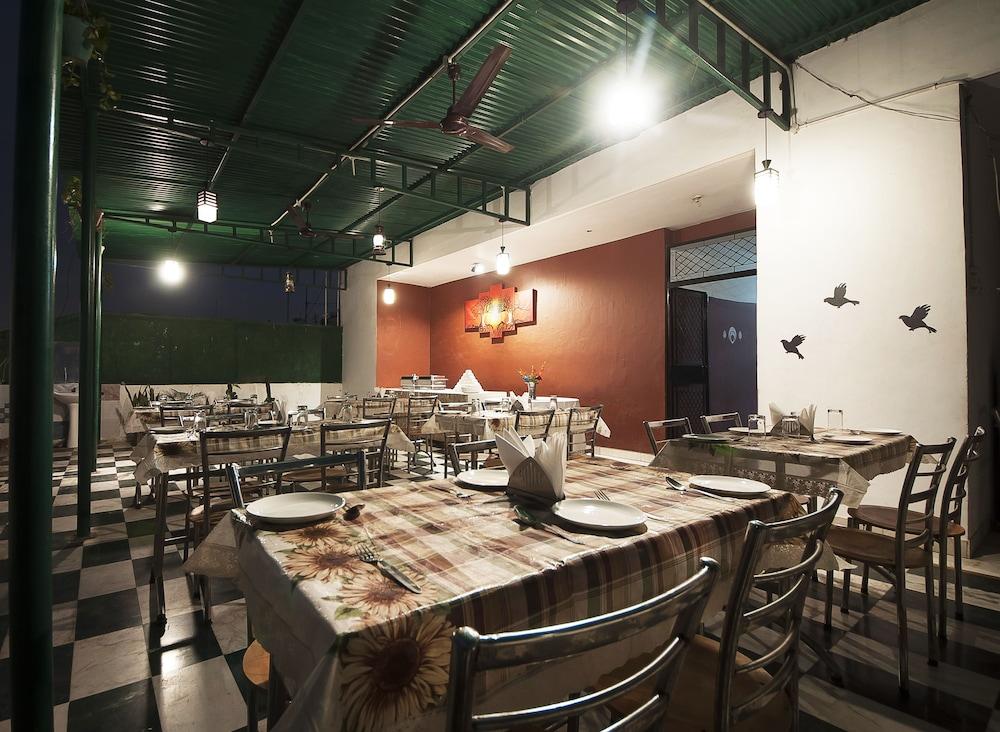 호텔 아프라 인터내셔널(Hotel Apra International) Hotel Image 65 - Terrace/Patio